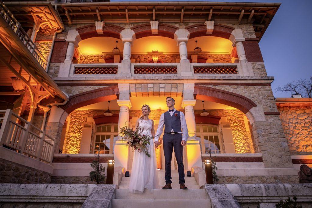 Couple devant la villa La Tosca